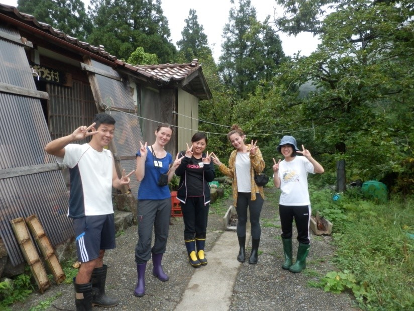 Workcamp: Harvesting rice in the Land of the Rising Sun